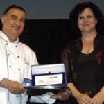Premiazione di Moshe Basson, Premio Artusi 2006 come miglior cuoco, da parte di Luciana Garbuglia, assessore al Turismo della Provincia di Forlì Cesen