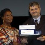 Premiazione di Julitte Diagne Cisse, Premio Artusi 2006 per l'impegno sociale, da parte di Paolo Zoffoli,  sindaco di Forlimpopoli ..