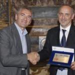 L'Assessore regionale Tiberio Rabboni premia Gino Angelini, premio Artusi 2007 come migliore cuoco