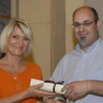 Verdiana Gordini, presidente dell'Associazione delle Mariette,  premia Antonio Fiori, vincitore del premio Marietta 2007